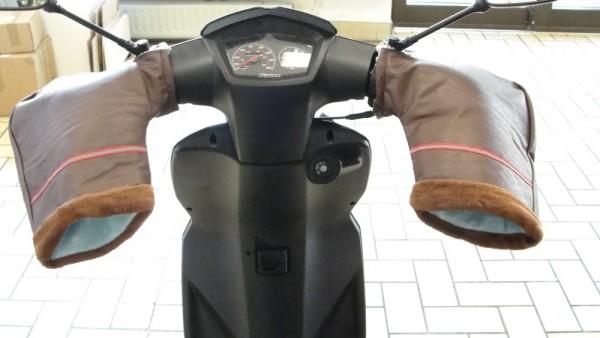 Lenkerstulpen (jetzt in schwarz)Motorroller Mokick Mofa Moped
